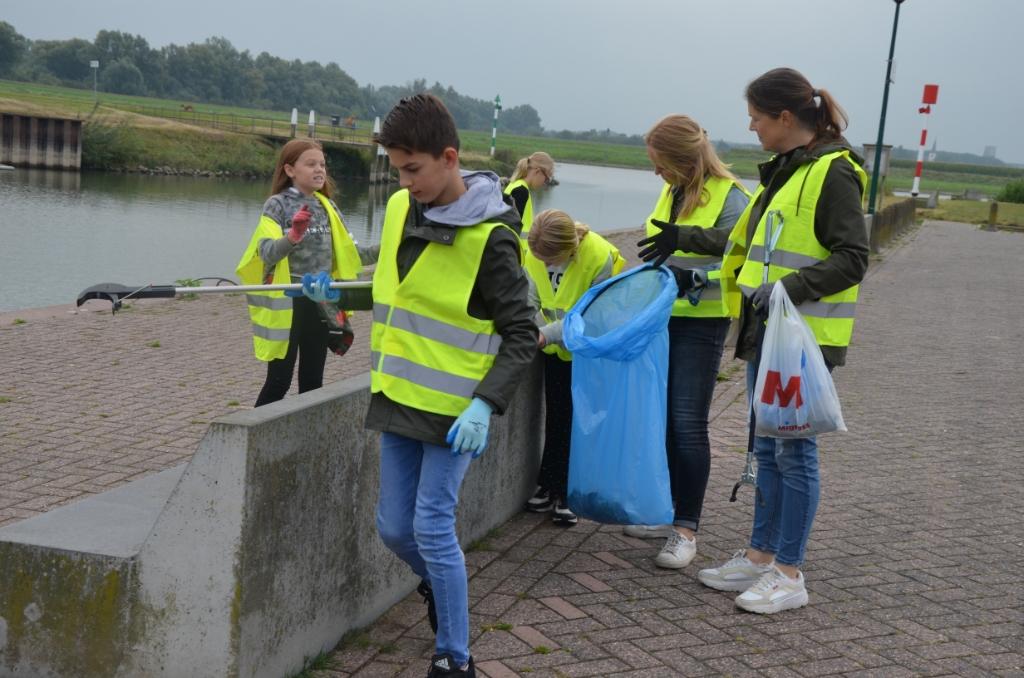 Veel afval bij de stadshaven Ali van Vemde © BDU media