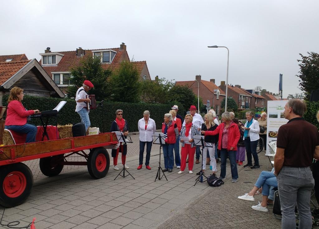 Het koor treedt op bij de Tulp. Henk Blok © BDU media