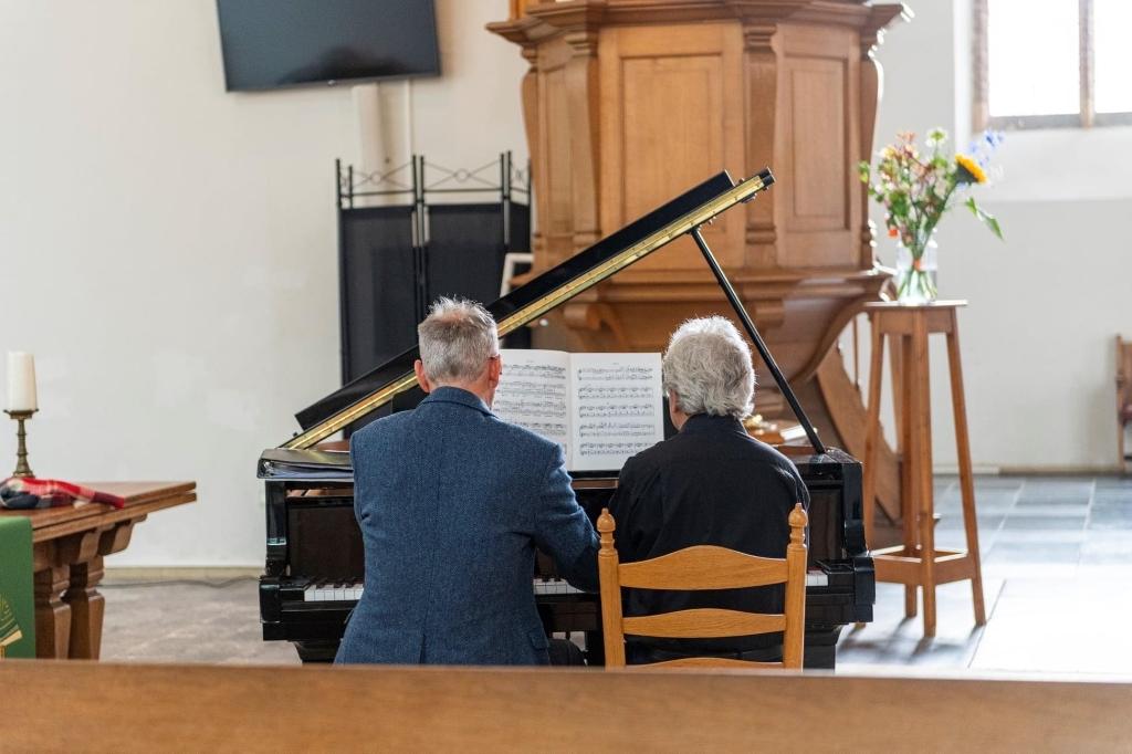 Sietse van Wijgerden speelt vierhandig samen met Andrew Clark prive collectie © BDU Media