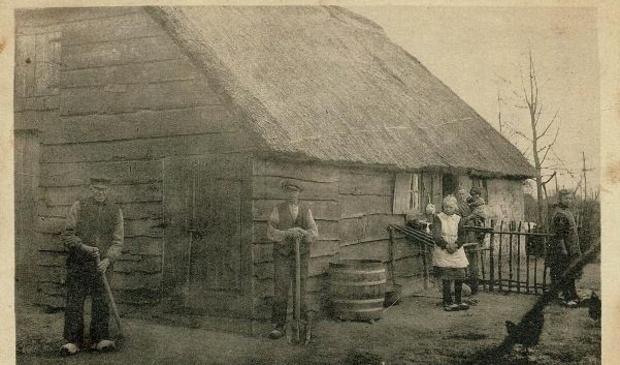 <p>Een afbeelding van een oude woning in het turfveld in Ederveen.</p>