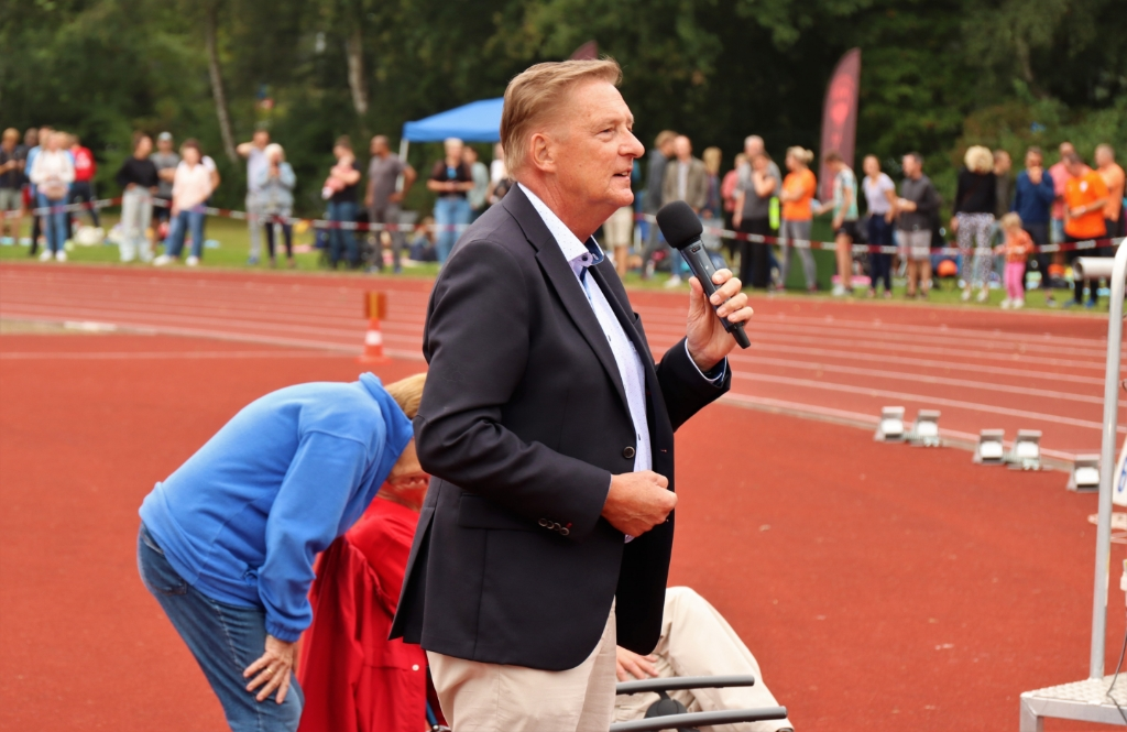 Openingswoord van wethouder sport, de heer Ellermeijer Bart Gersen © BDU media