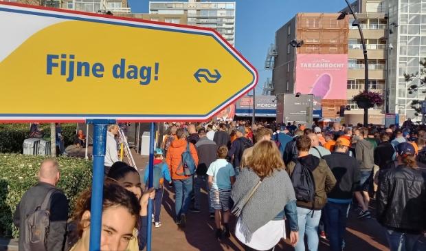 Vanaf station Zandvoort werden reizigers de juiste weg richting het circuit gewezen.