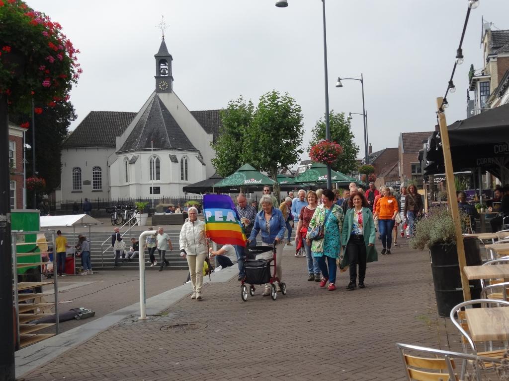 De vredesmars begon op het Kerkplein. Pieter Vane © BDU Media