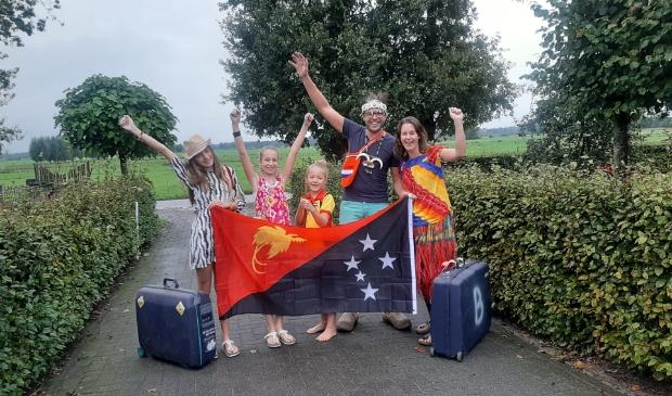 Hans en Gerline Beukers met hun 3 dochters klaar voor vertrek naar Papoea Nieuw Guinea
