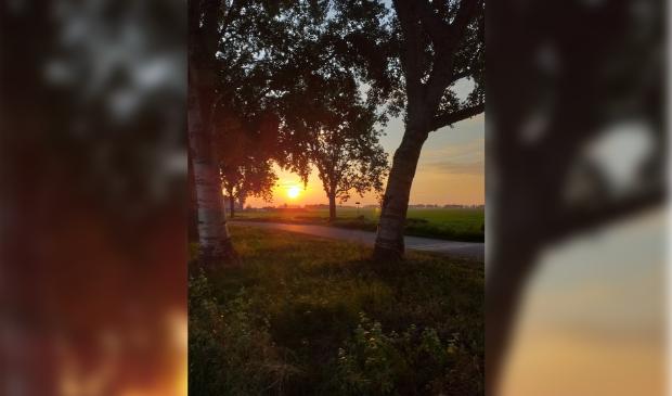 Ondergaande zon Broekseweg/Molenweg