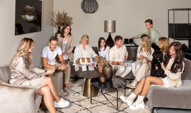 <p>Het team van Eigenstijl Wonen (met Remco van den Hoek in het midden).</p>