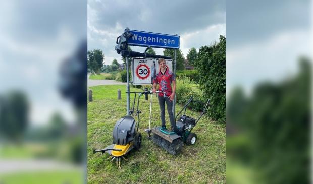 <p>Maarten van den Burg uit Wageningen met zijn eigen machines.</p>