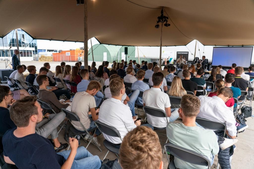 75 studenten van de Christelijke Hogeschool Ede Bedrijfskunde Sander Drooglever © BDU Media