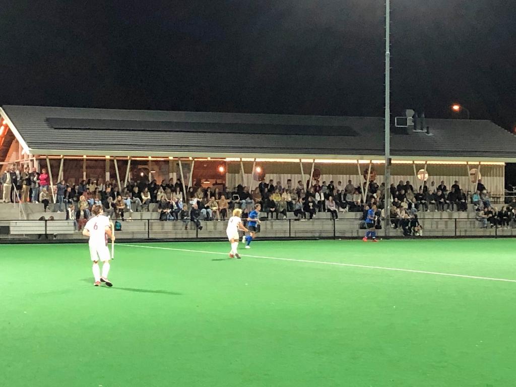 Aardig volle tribune bij Gold Cup wedstrijd. Eip Janssen © BDU Media