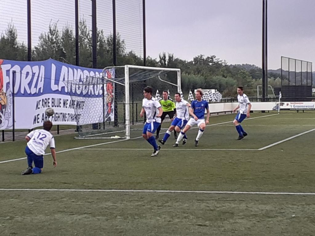 Een spannend moment uit de wedstrijd SVL2 - WV-HEDW4 (Amsterdam) van afgelopen zaterdag. John Beringen © BDU media