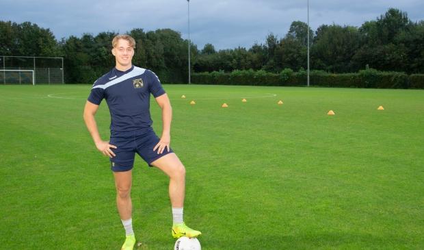 <p>VVB-spits Fabian van Esch kijkt uit naar de competitiestart, morgenmiddag.</p>