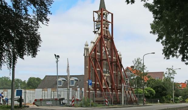 <p>De behouden gevel van de Handwegkerk. Inmiddels is er achter de gevel een wooncomplex gebouwd.</p>
