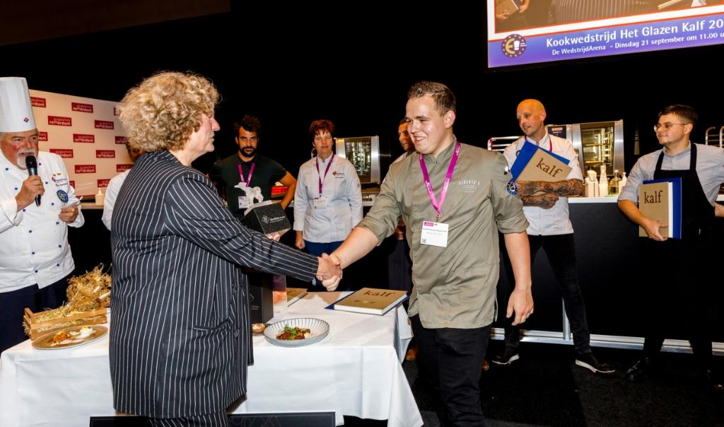 Overhandigen prijs door Patricia van Krieken Ahoy © BDU Media