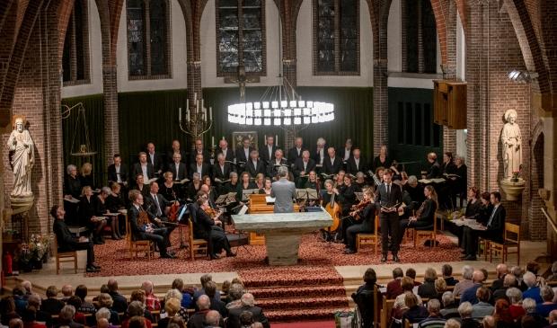 Het Liefdesliederenkoor Oosterbeek o.l.v. dirigent Marc Buijs zingt Bachs Johannes Passion