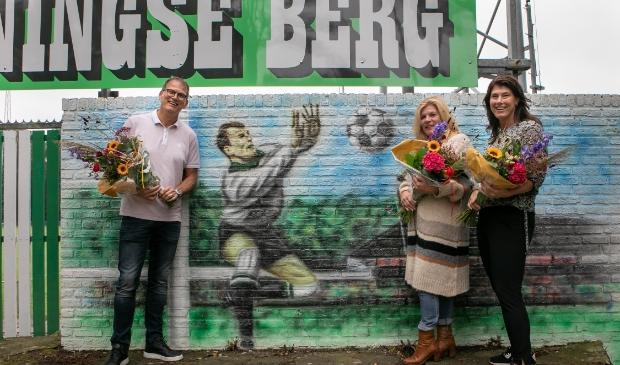 <p>De kinderen van Kees Quint, Marcel, Marga en Carla, hebben zaterdag de muurschildering onthuld.</p>