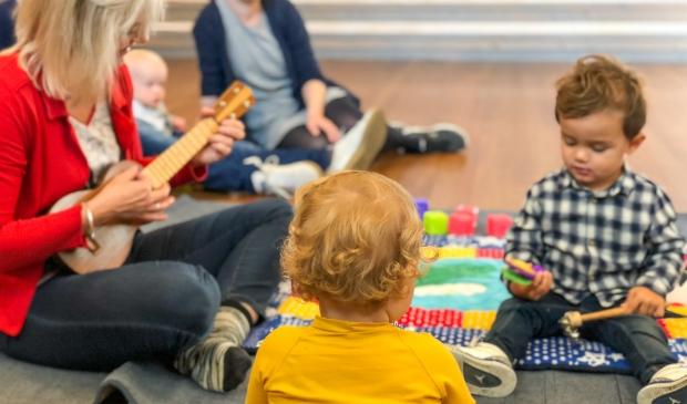 <p>Vanaf 1 jaar kunnen kinderen al kennismaken met muziek bij &lsquo;muziek op schoot&rsquo;. </p>