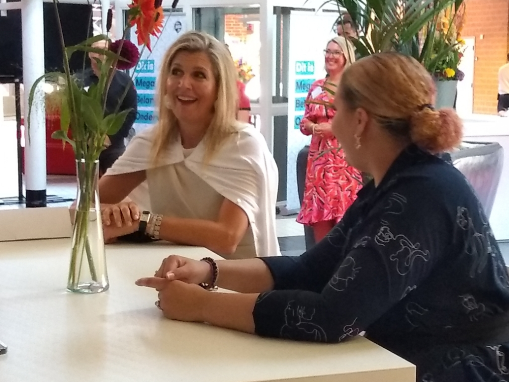 Na de opening ging koningin Máxima in gesprek met studenten en docenten Agnes Corbeij © BDU media