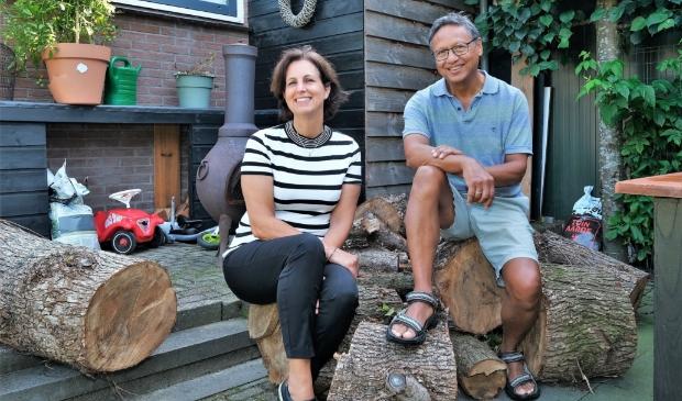 <p>Els en Bob, twee enthousiaste mensen die Elst weer een dorpskrant willen geven.</p>