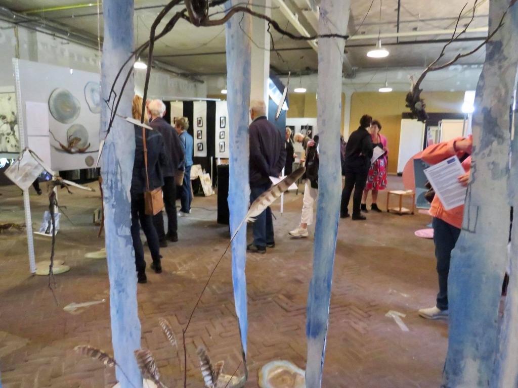 Kijkje tussen de Kunst door naar een aantal bezoekers Onno Wijchers © BDU media