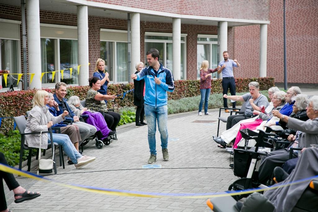 Alle bewoners van De Merlinge waren uitgenodigd voor de feestelijke opening Josje Blokland Fotografie © BDU Media