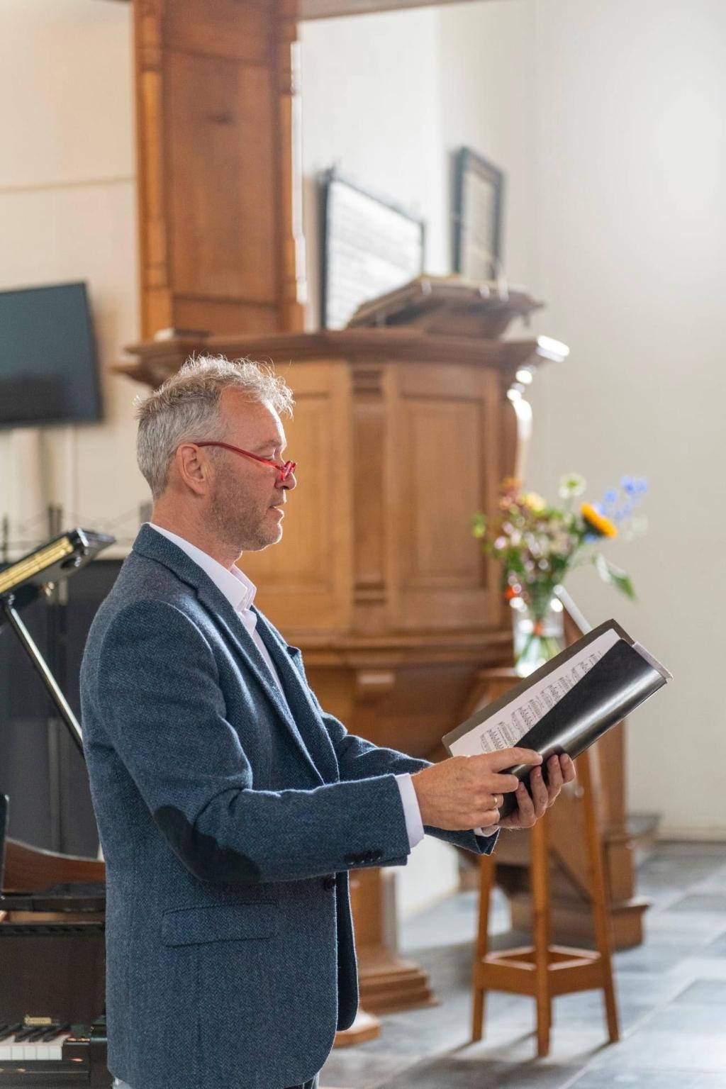 Sietse van Wijgerden is een veelzijdig musicus die zingt, dirigeert en orgel- en pianolessen geeft Prive collectie © BDU Media