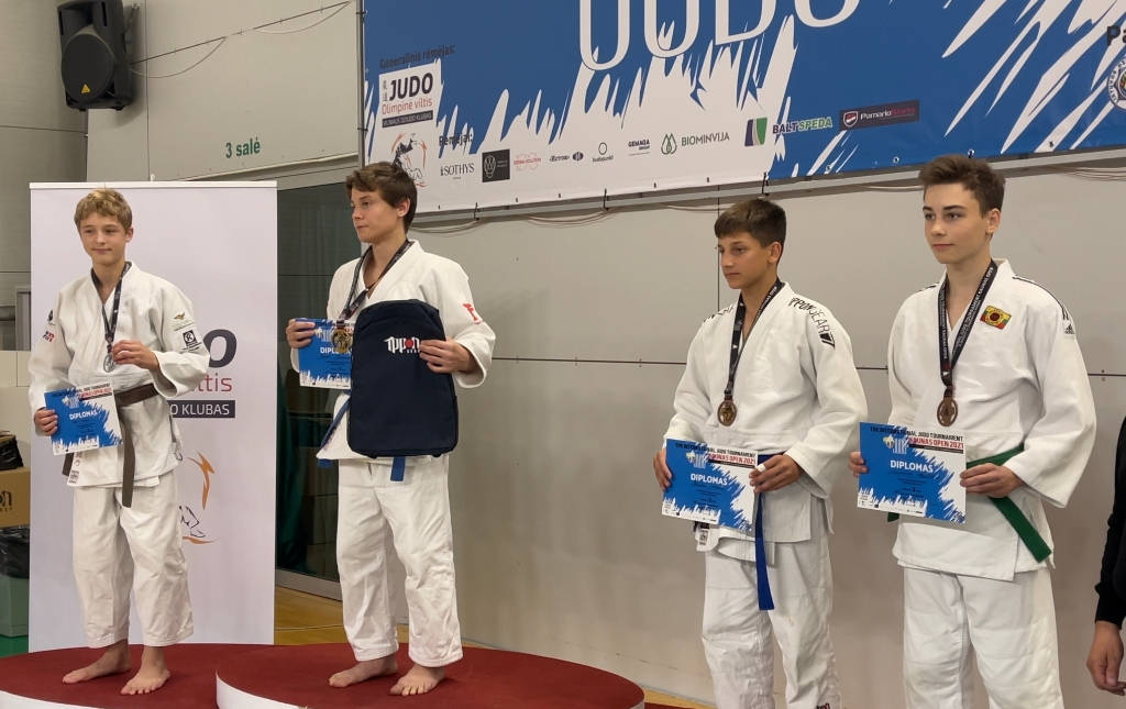 Judoka Inno Loeber, links op de foto, wint zilver bij de Kaunas Open in Litouwen  Loeber © BDU media