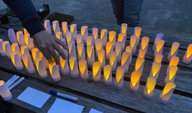 <p>Stiltewandeling met lichtjes ter herinnering</p>