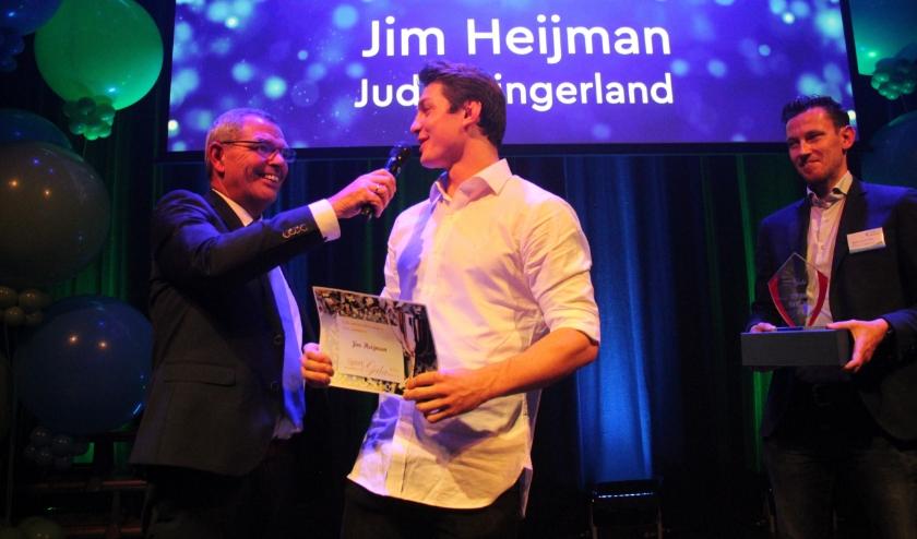 Judoka Jim Heijman was vorig jaar de eerste sportman van het jaar van Zuidplas. Hij kreeg felicitaties van sportwethouder Jan Verbeek.