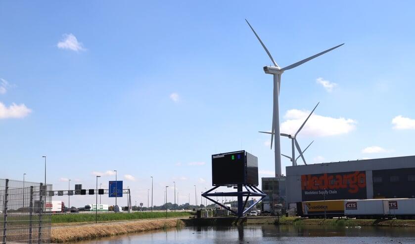 Sinds 2009 staan vier windmolens op het Distripark van buurgemeente Waddinxveen. Zuidplas daarentegen wil deze 'gedrochten' niet.