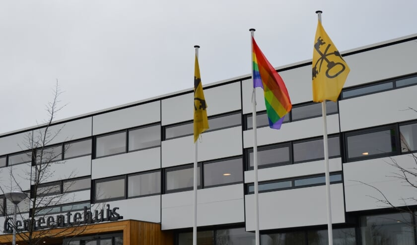 <p>De VVD wil dat de lokale overheid bepaalt wanneer welke vlag op het gemeentehuis wordt gehesen. Daartoe heeft de Waddinxveense raad inmiddels een motie aangenomen.</p>