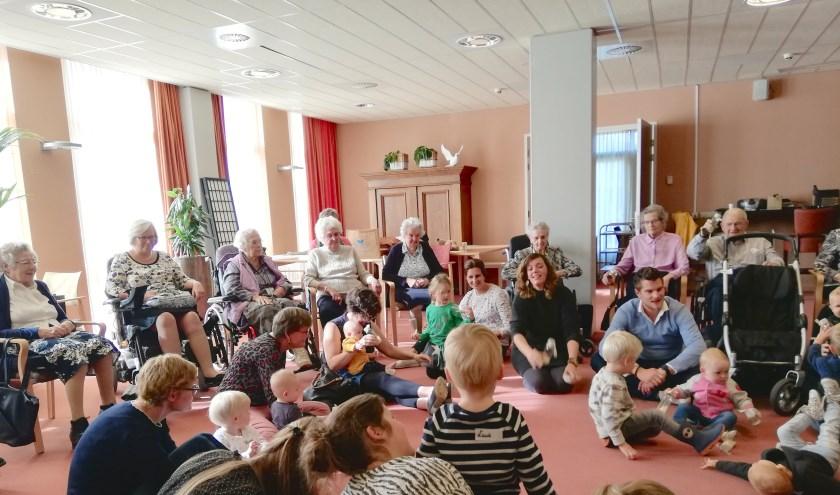 Dit keer waren de bewoners van de afdelingen Verzorgd Wonen en Somatiek uitgenodigd voor het muziekfeestje.