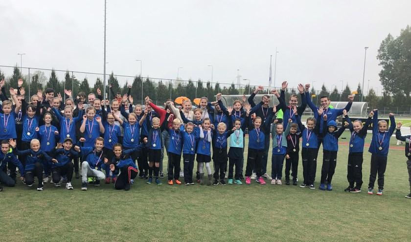 CKV heeft veel kampioenen in de veldcompetitie. Niet alle kinderen staan op de foto. (foto: pr)