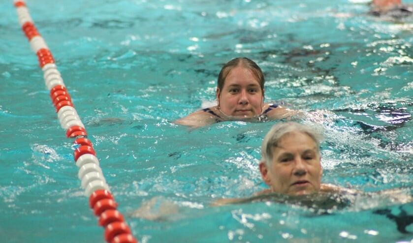 Honderdtwintig zwemmers trekken deze week baantjes tijdens de Zwemvierdaagse in het Polderbad.