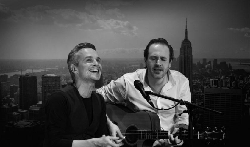 Jop Wijlacker en Dennis Kolen geven acte de présence als het legendarische duo Simon & Garfunkel. (foto: pr)