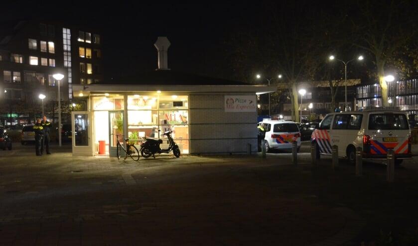 De politie ging maandagavond af op een melding bij Pizza Mia Espressa.  (foto: 112.hm.nl)
