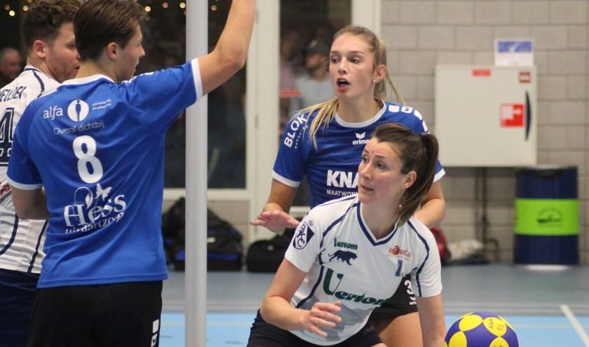Laura van der Linden verdedigt in de wedstrijd tegen Boeckenberg. (foto en tekst: Erik van Leeuwen)