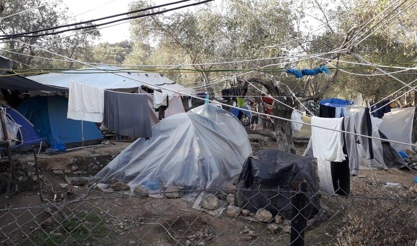 Volgens Anneke Compagne is dit 'de meest vreselijke plek op Lesbos'; een onofficieel kamp wegens gebrek aan plek.