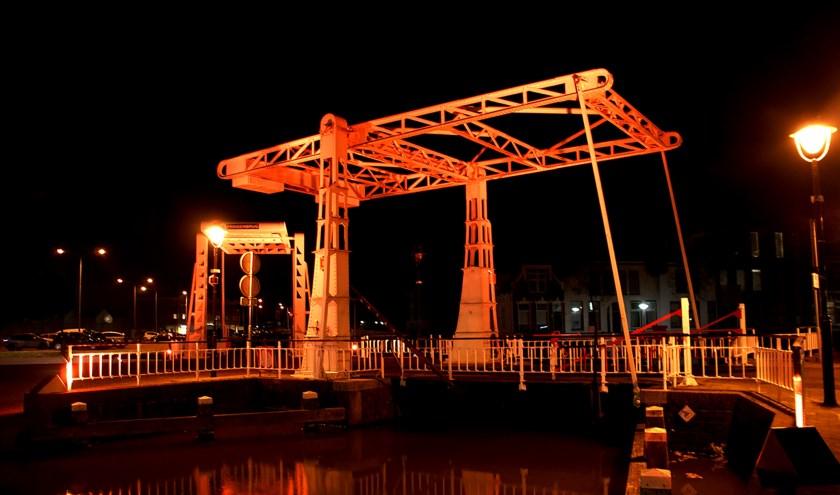 In Meppel werd vorig jaar een brug oranje verlicht. In Zuidplas werd gedacht aan het gemeentehuis of de klokkentoren op het Raadhuisplein.