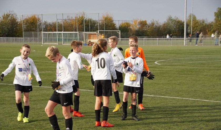 Blijdschap op het veld bij de spelers. (foto:René Obbink)