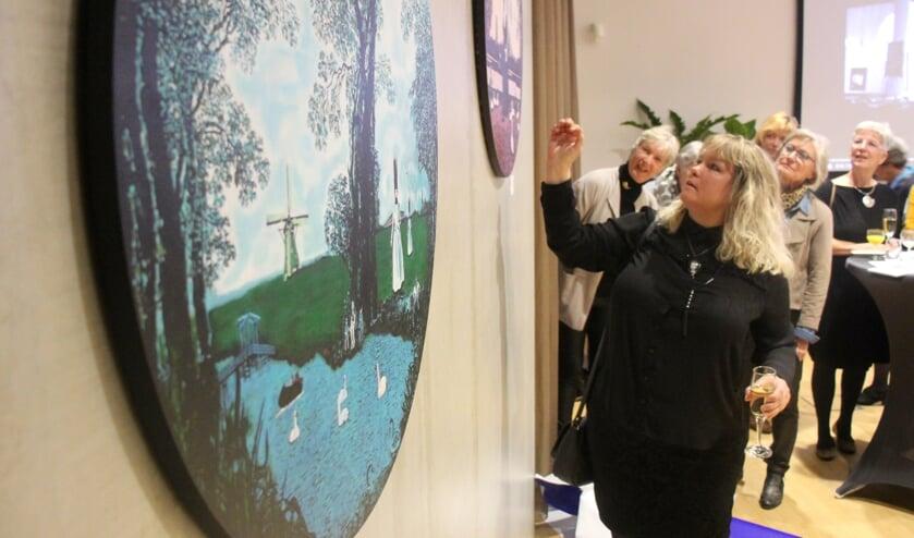Birgitta Sundström Jansdotter beloofde in 2017 een schilderij te maken voor het nieuwe gemeentehuis.