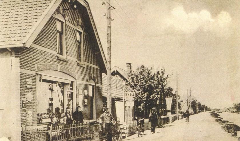 Een afbeelding van toen: het winkeltje van Wed. Verweij aan de Groeneweg.