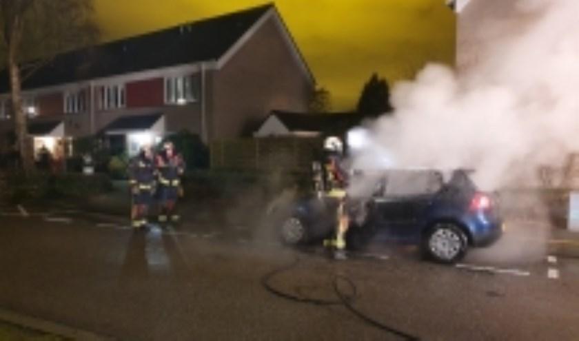 Aan de Groenezoom stond een auto in brand op Tweede Kerstdag. (foto: AS Media)