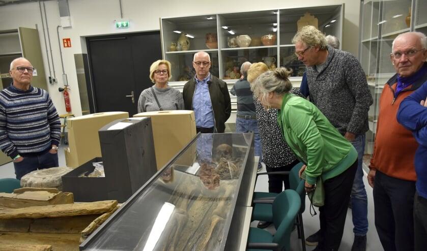 Bij de rondleiding was een ruim 500 jaar oud skelet te bekijken, dat in Gouda is gevonden.
