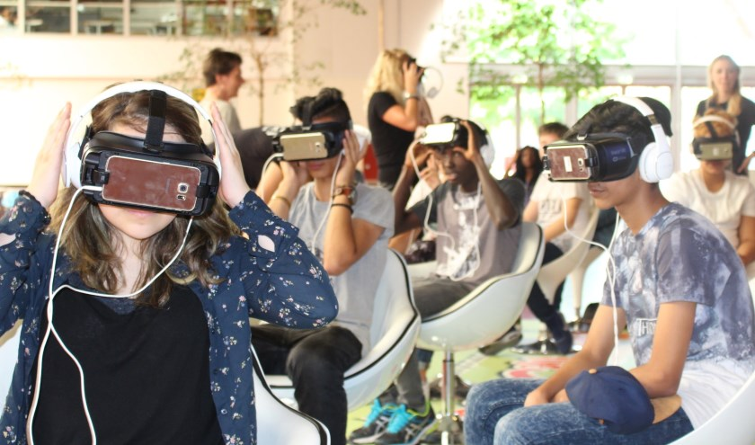 Tweehonderd leerlingen van de Nieuwerkerkse vo-scholen krijgen woensdagochtend een virtualreality-bril op.