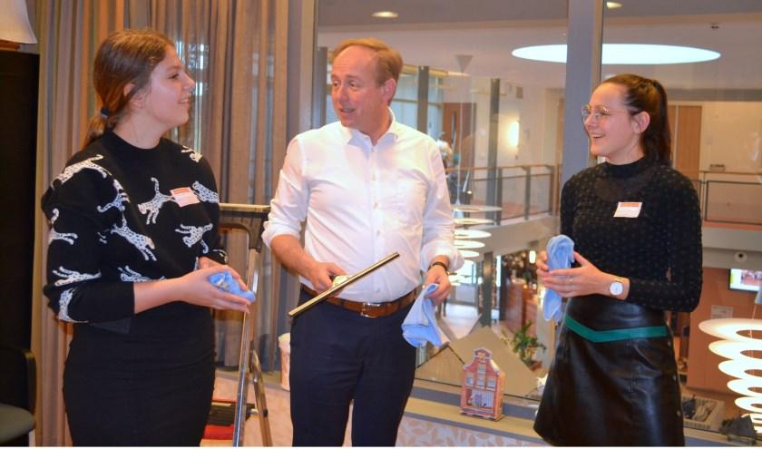 Fractievoorzitter Kees van der Staaij van de SGP hielp de boel mee opfrissen.
