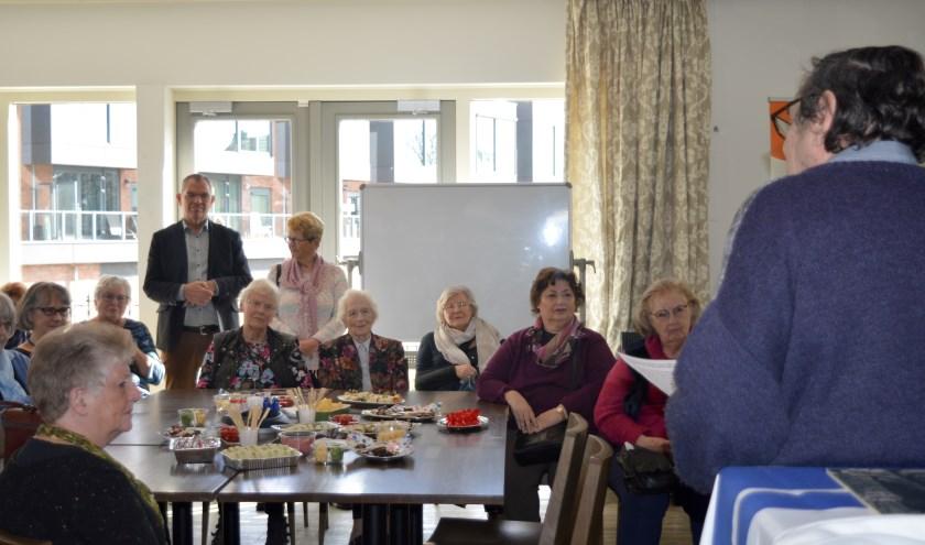 Oud-leden van de Vrouwenraad Zuidplas kwamen bijeen voor een reünie én de opening van de mini-tentoonstelling.