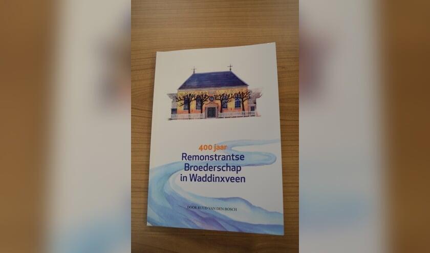 De Remonstrantse kerk prijkt op de voorkant van het boek van Ruud van den Bosch. (foto:pr)