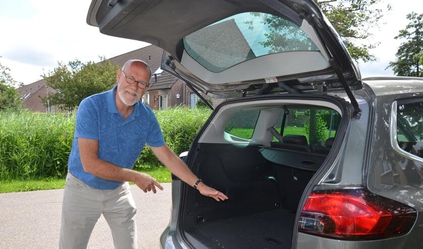 Met eigen auto's trekken Peter Alkemade en zijn collega's er met de gasten een paar keer per jaar op uit.