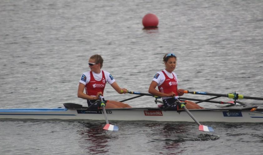 'Postergirls' Marieke Keijser en Inge Paulis moesten genoegen nemen met zilver.