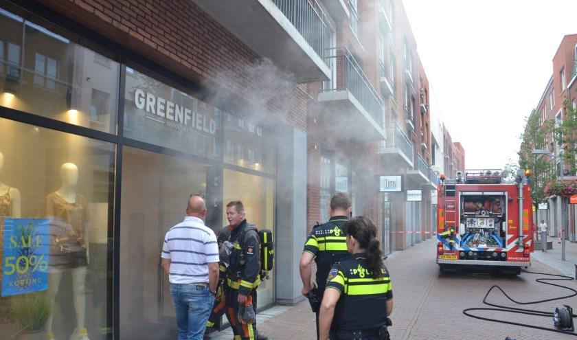 De hulpdiensten die ter plaatse kwamen konden al snel concluderen dat het loos alarm was. (foto: Rob de Jong/112hm.nl)